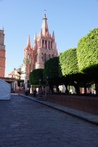 Parroquia de San Miguel. The trees are shaped like cylinders.